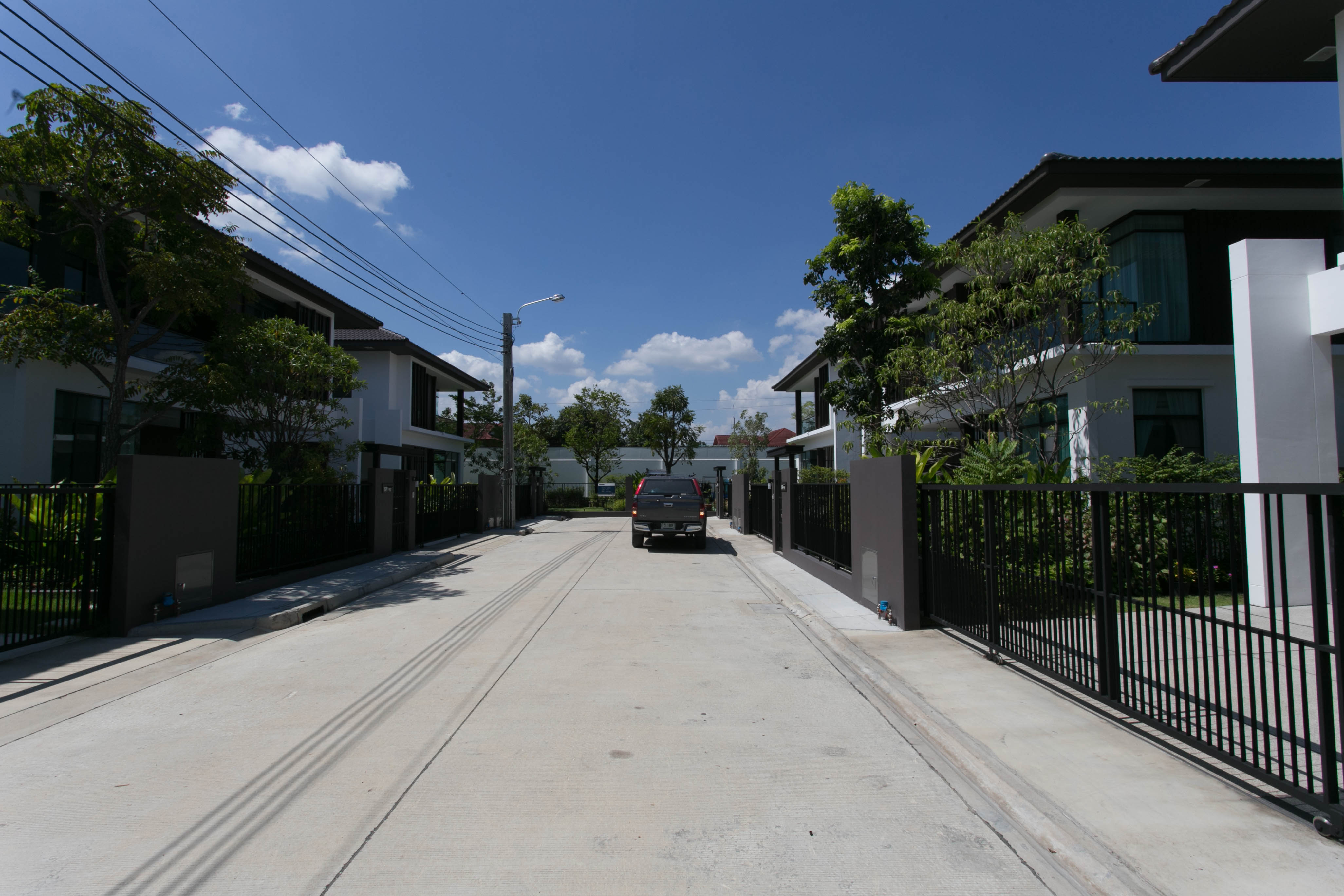 l-IMG_0250-ไปติดผ้าม่านบ้านทรง Spazio โดย Land and house